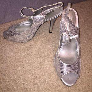 Gorgeous Jacqueline Ferrar Silver sequin heels